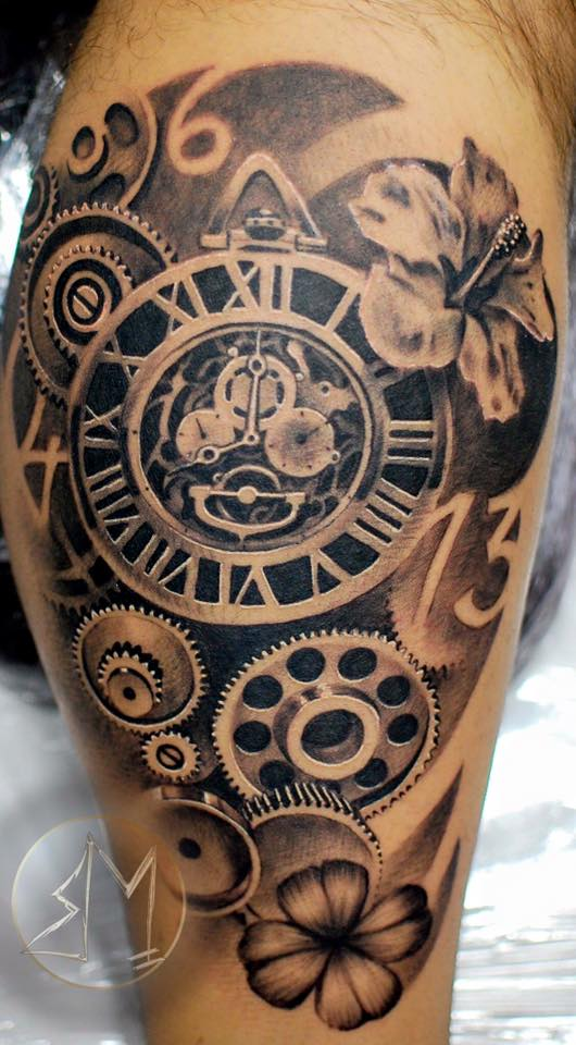 Mari Tätowierer Tattoo Anansi Uhr Uhrwerk Mechanik Tattoo Shop München top bester bestes amazing