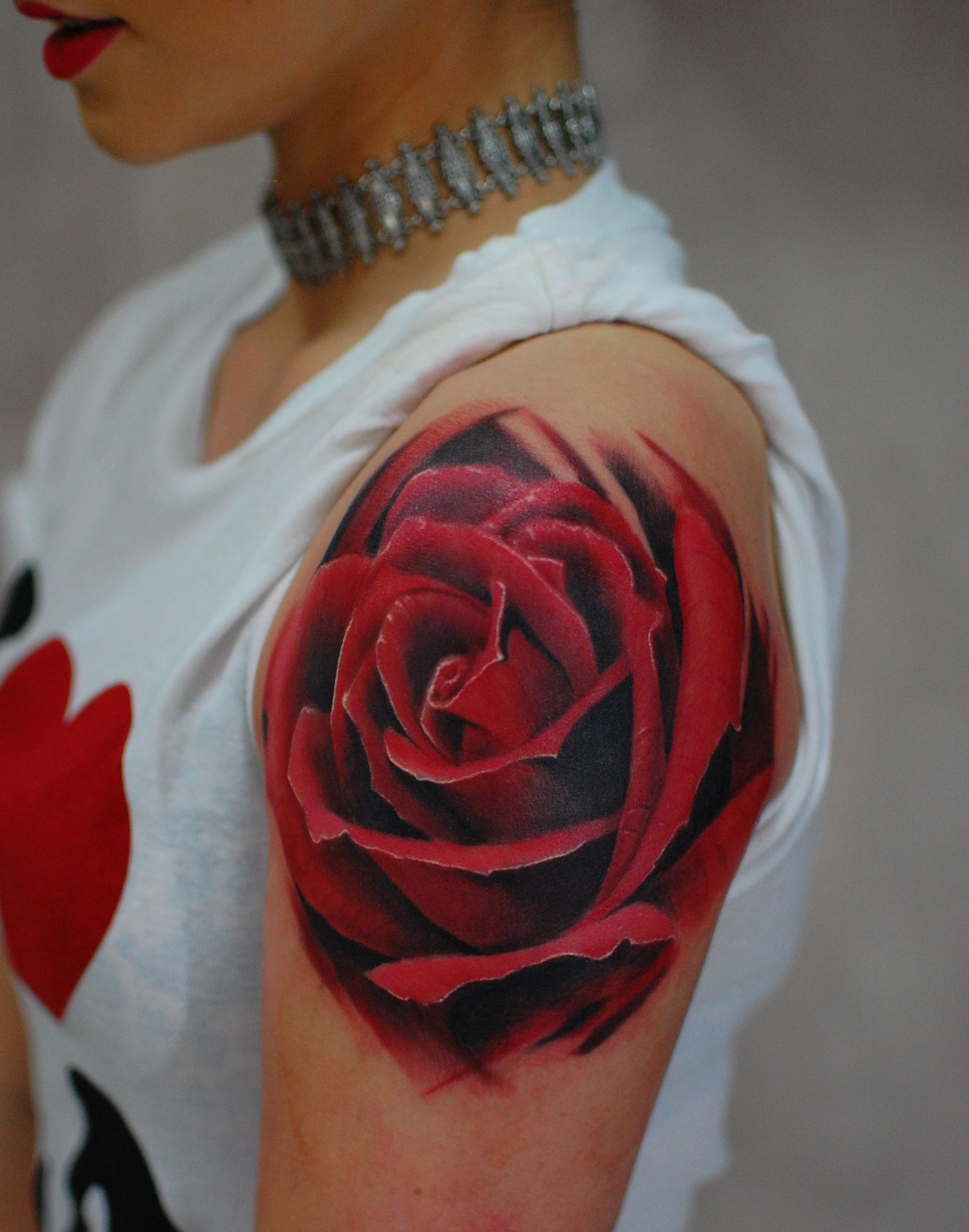 Rose tattoo best top amazing stunning beautiul red rose Marci Tattoo Anansi Munich München Künstler Artist