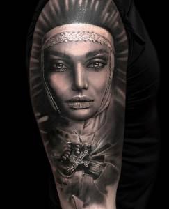 tattoo anansi münchen studio best bestes bester artist tätowierer woman amazing portrait black schwarz