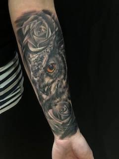 tattoo tätowierung narbe cover up eule owl tätowieruer laszlo studio anansi