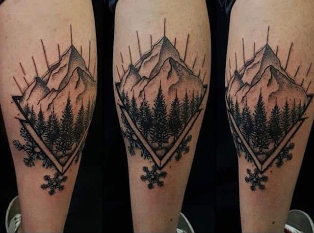 bergkette berge tattoo studio anansi münchen munich minga blackwork david tätowierer künstler
