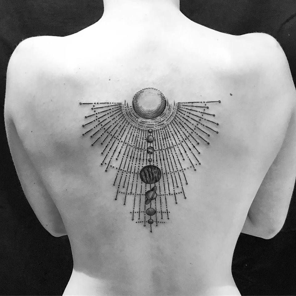blackwork tattoo anansi münchen munich laszlo line geometrisch geometry universum tätowierer