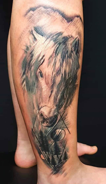 tattoo anansi münchen pferd horse sketch abstract realismus tattoo art tätowierer artist laszlo