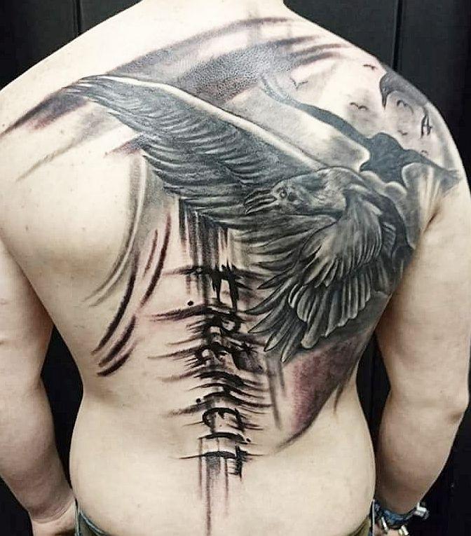 tattoo studio anansi münchen munich back rücken tattoo schwarz black vogel thrash sketch