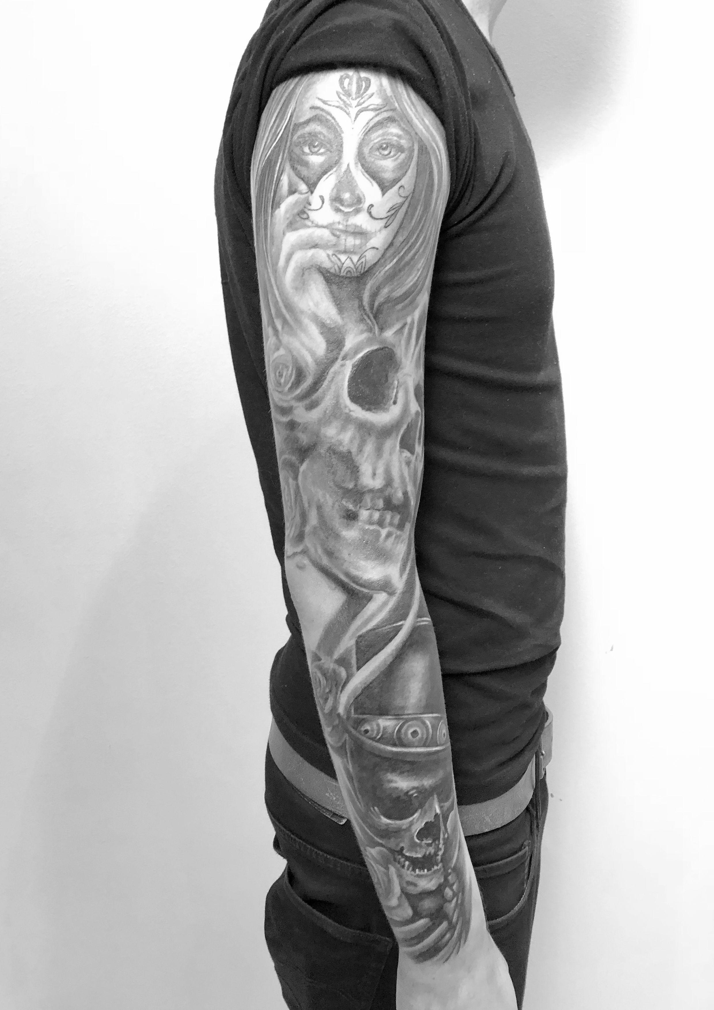 tattoo studio anansi münchen munich laszlo artist tätowierer best bester radio gong sleeve black schwarz skull dark