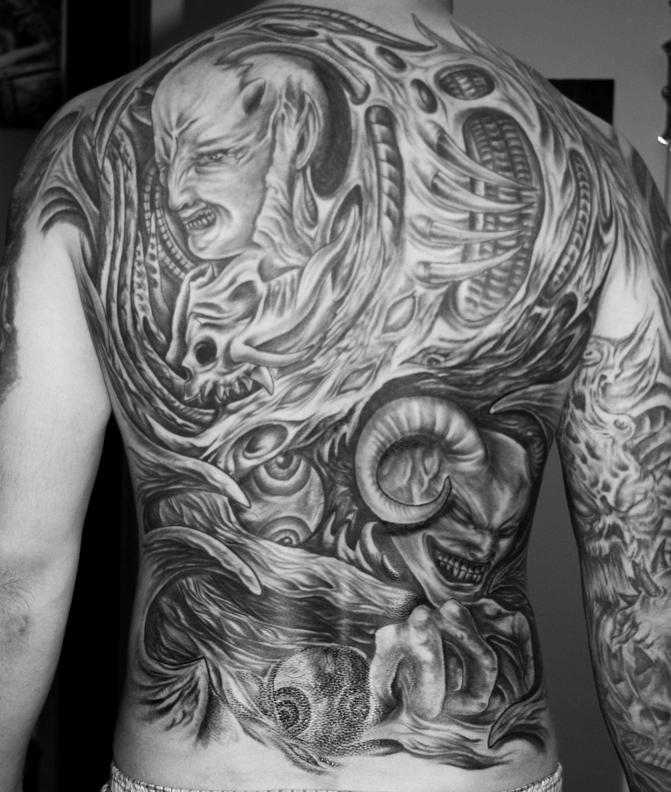 tattoo studio anansi munich münchen giger laszlo theme alien biomechanics organisch art tätowierer