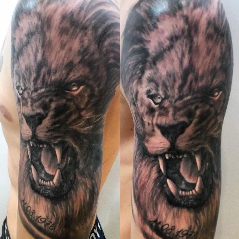 tattoo studio münchen munich anansi realismus lion löwe portrait laszlo tätowierer art