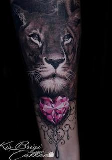 tattoo_anansi_löwe_löwin_münchen_munich_studio_shop_amazing_best_bestes_diamond_lion