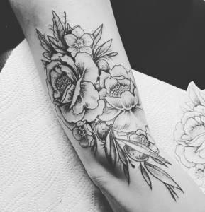 tattoo anansi münchen studio top tätowierer black line neotraditional trash polka minimalistic fine line