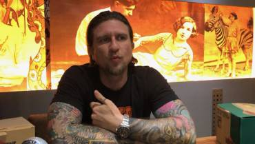 VIDEO- DRE RÖCK AUS NEUSEELAND BEI TATTOO ANANSI  – TATTOO MUSEUM LUCKY SUPPLY AND MORE