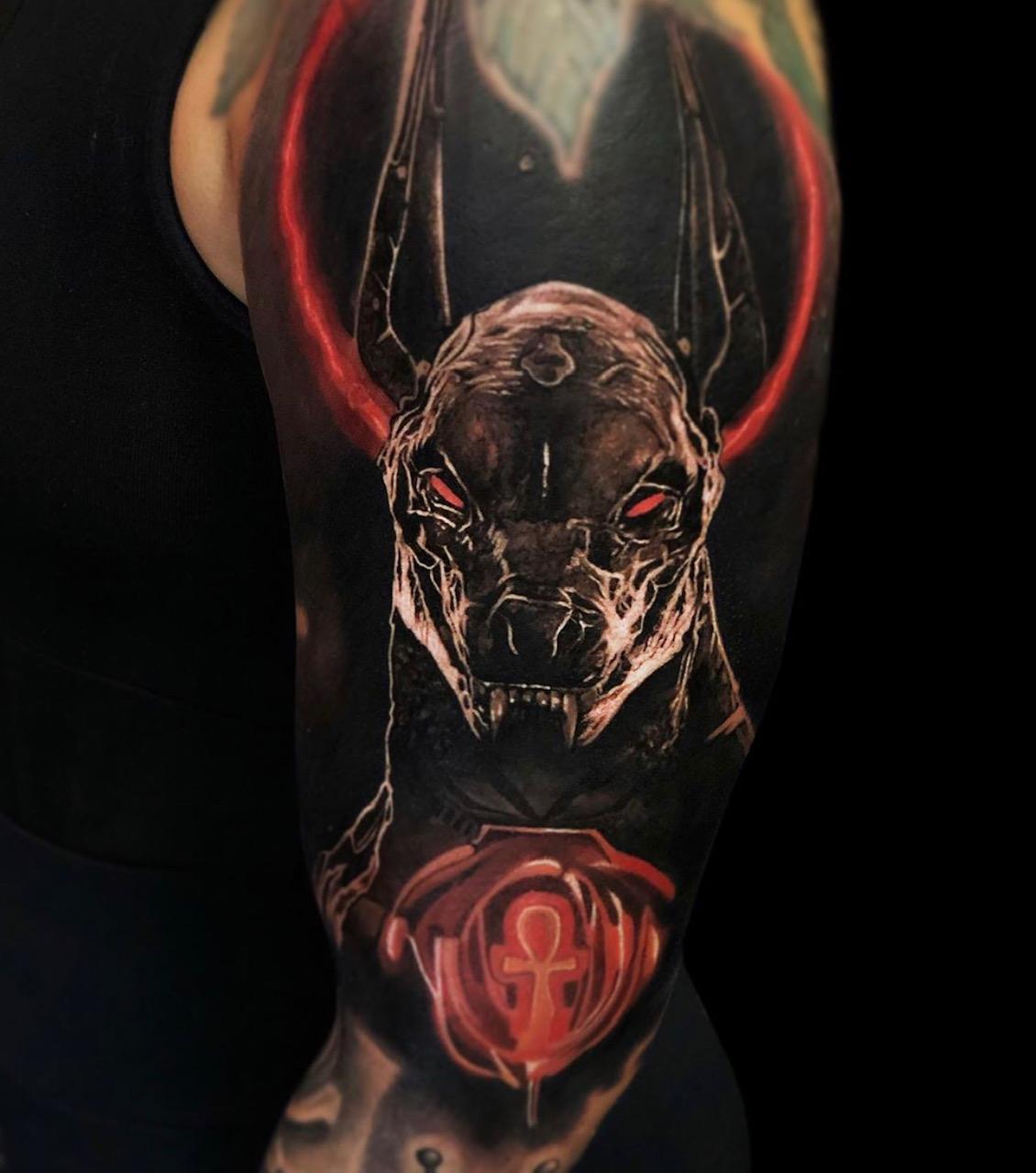 Anubis Tattoo vom Otto Tattoo Anansi München Artist bester bestes Tätowierer Artist color realismus