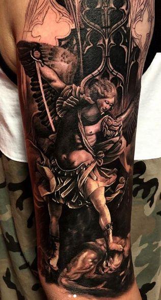 Tattoo Studio Anansi München Otto best bestes realismus blackwork black and grey engel angel