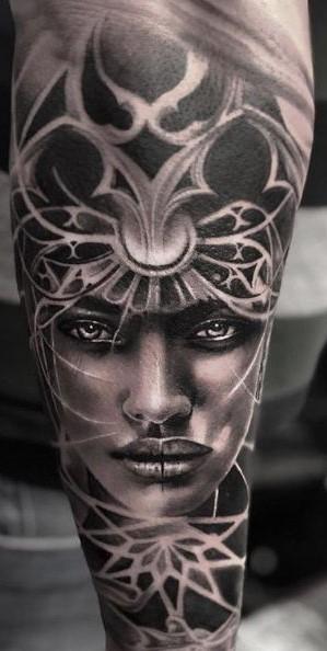 Tattoo Studio Anansi München Otto best bestes realismus blackwork frau woman