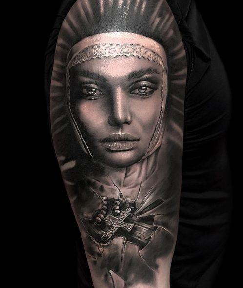 Tattoo Studio Anansi München Otto best bestes realismus portrait black and grey frau woman