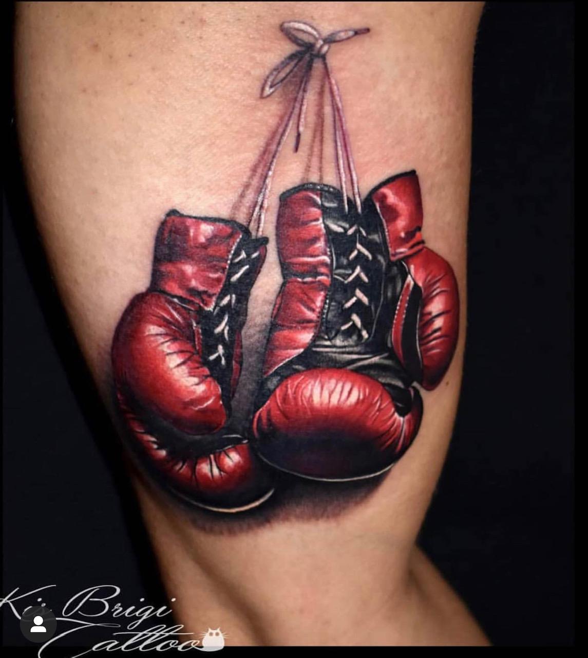 box handschuhe box brigi tattoo anansi münchen munich farbe color amazing best beste tätowiererin amazing