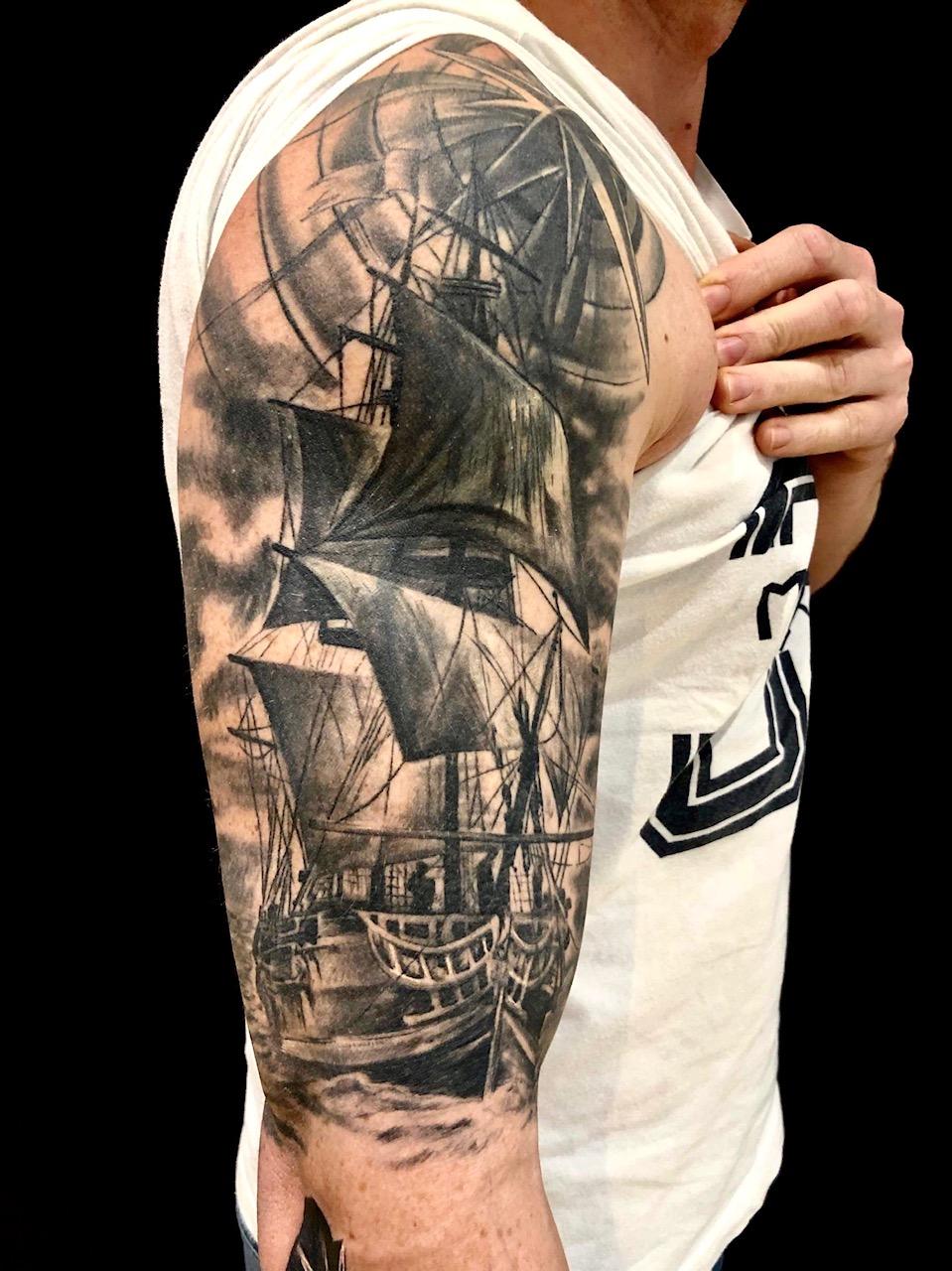 realistische tätowierung tattoo realism münchen munich laszlo tattoo anansi artist best beste bestes bester tgd