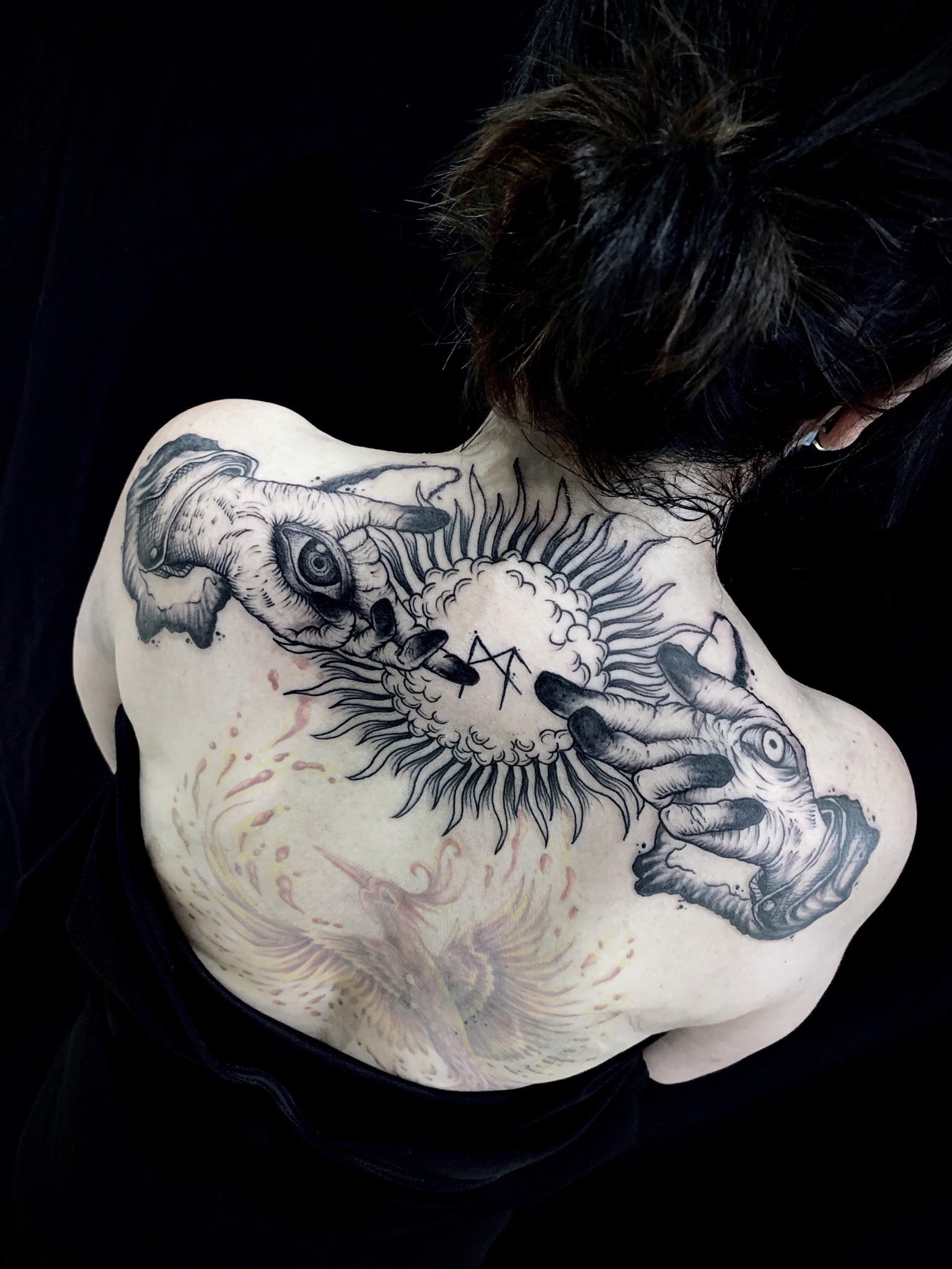 Tattoo Anansi München Artist David blackwork hands michelangelo sun Sonne backpiece