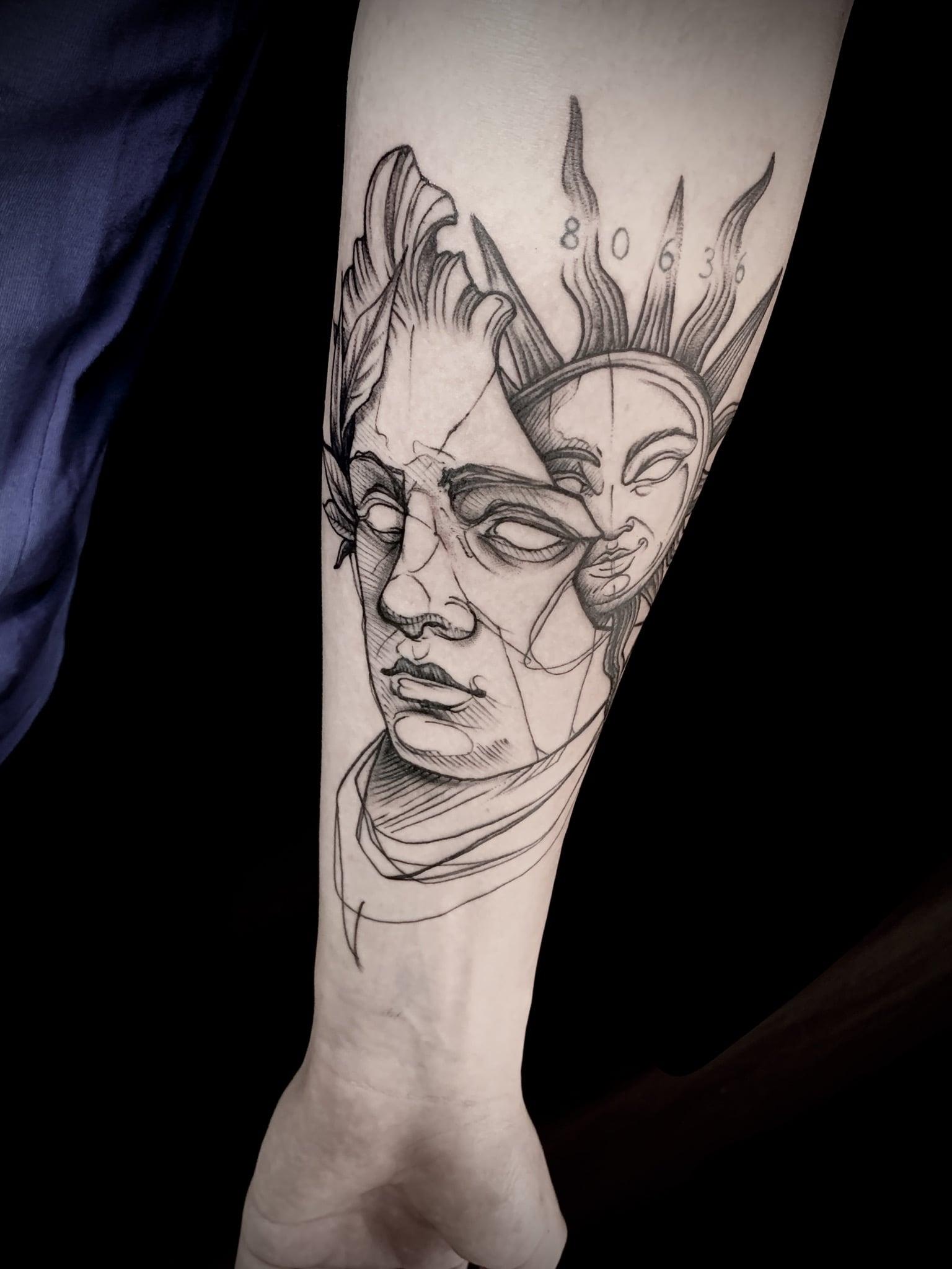Tattoo Anansi München Artist David black and grey portrait bust Büste sun Sonne