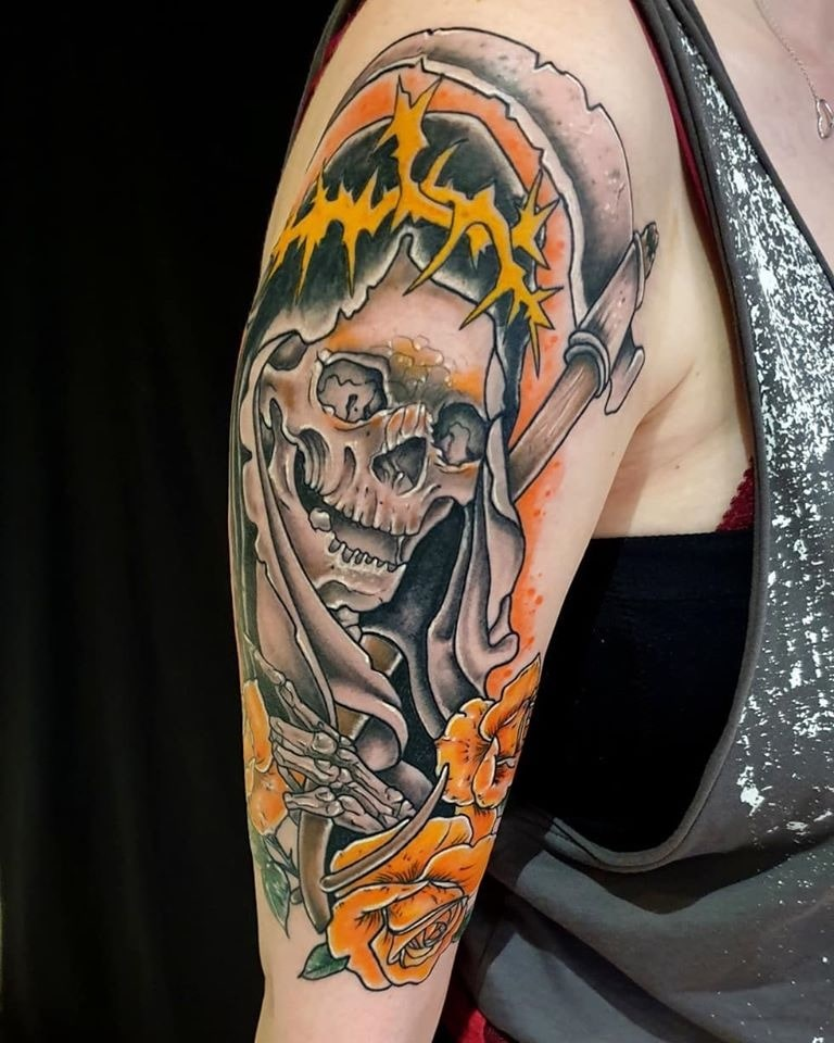 Tattoo Anansi München Artist David neotraditional skull death Tod roses