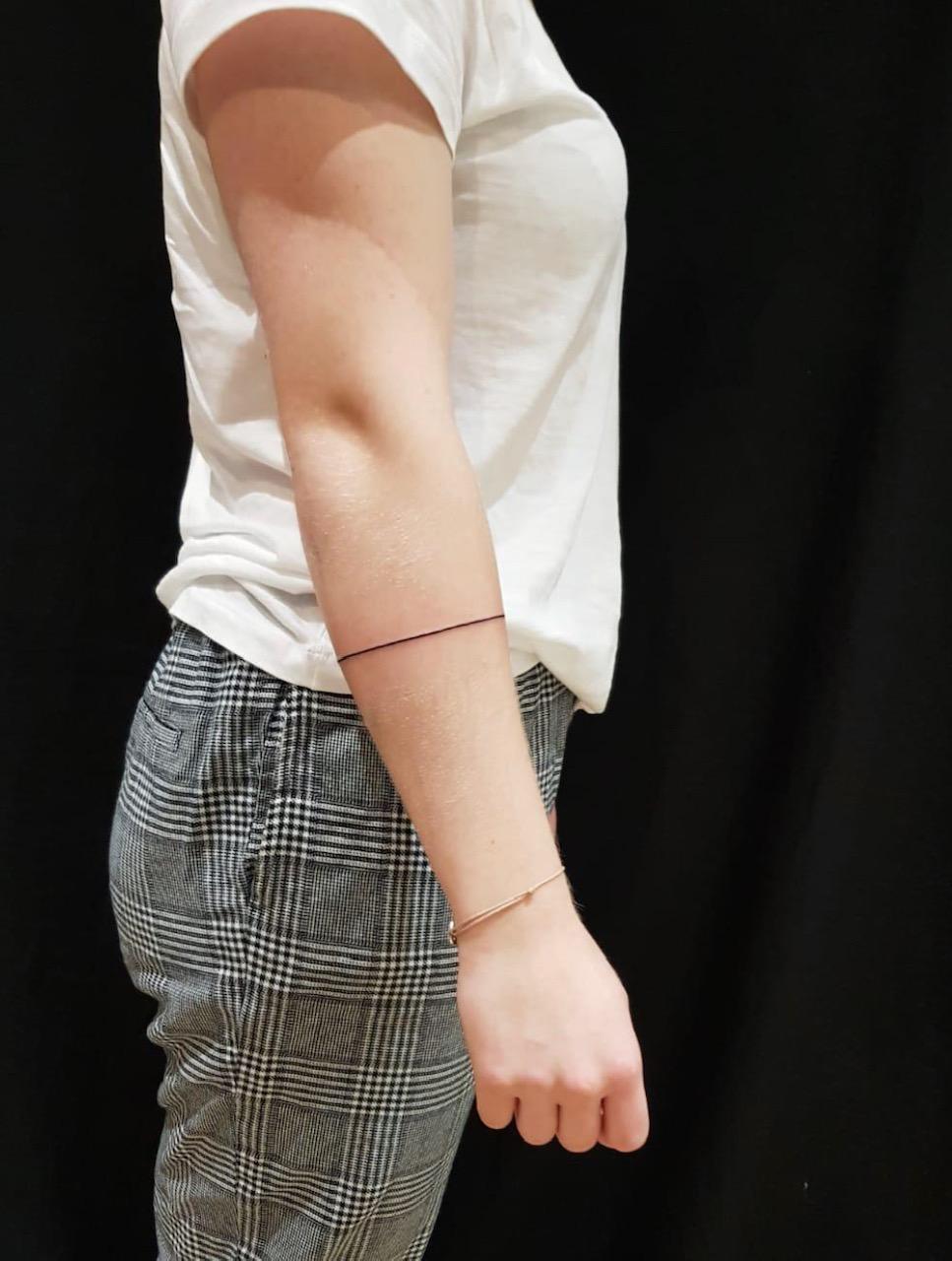 tattoo studio anansi münchen munich minimalismus fine line kreis kleines tattoo tiny best bester bestes