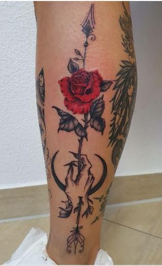 tattoo studio anansi münchen munich tätowiererin melinda traditional rose